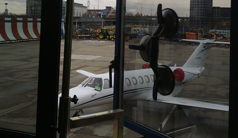 London City Airport - Broken Window Hinge Repair
